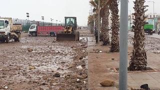 فيديو.. مخلفات المد البحري الجديد على كورنيش سيدي موسى بمدينة سلا |