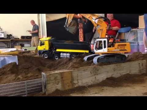 Liebherr 944 excavator loading brand new Scaleart Arocs