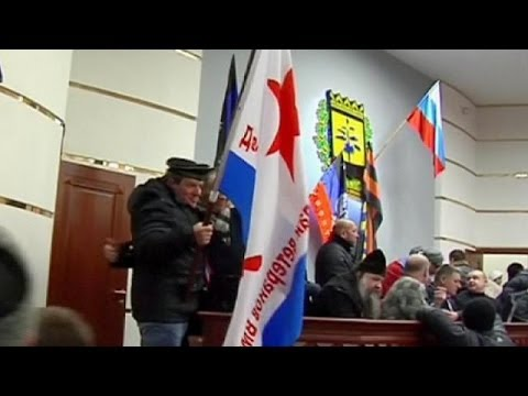 Ukraine: Pro-Russian protesters take government building in Donetsk