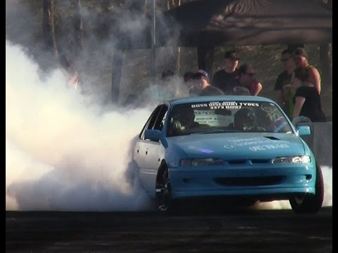 Burnout Comp VS V6 Commdore Madaz 21.9.2013