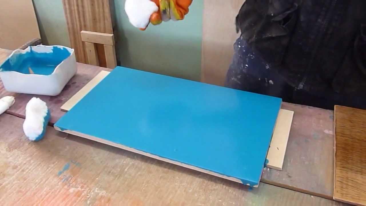 Pintando mdf y madera de forma casera o manual youtube for Como pintar una puerta de madera ya pintada