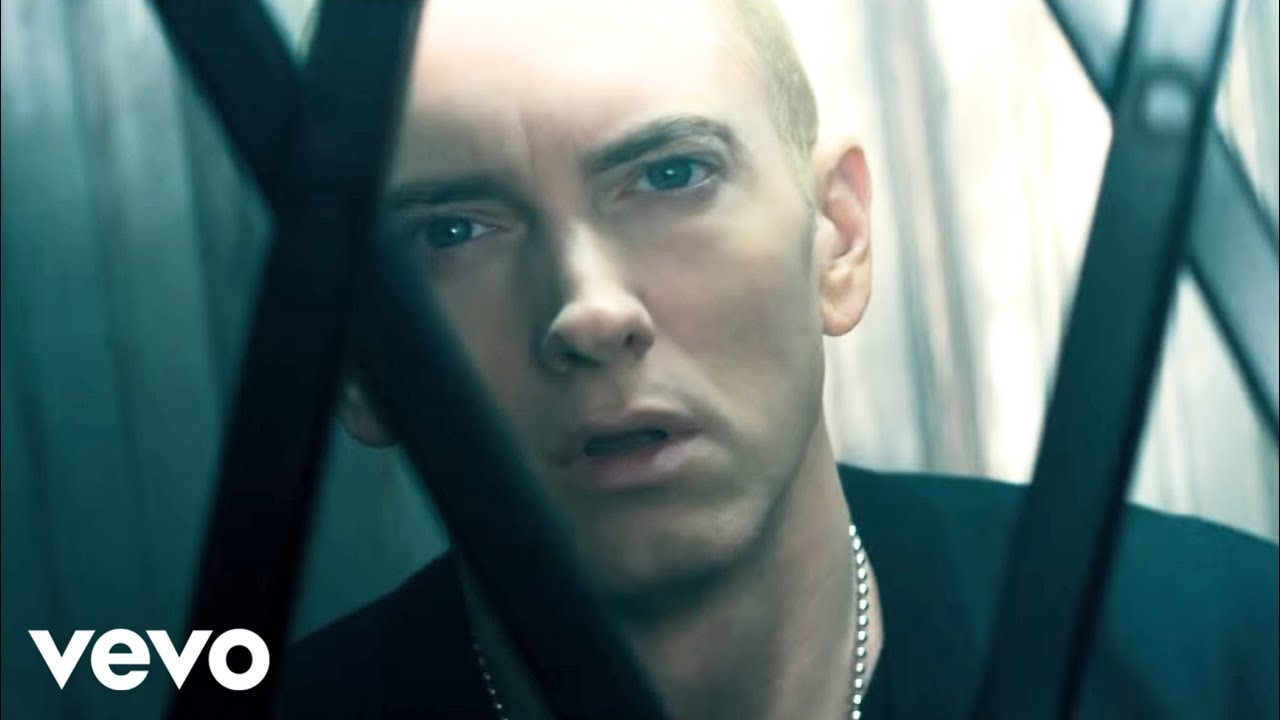 Eminem & Rihanna – The Monster