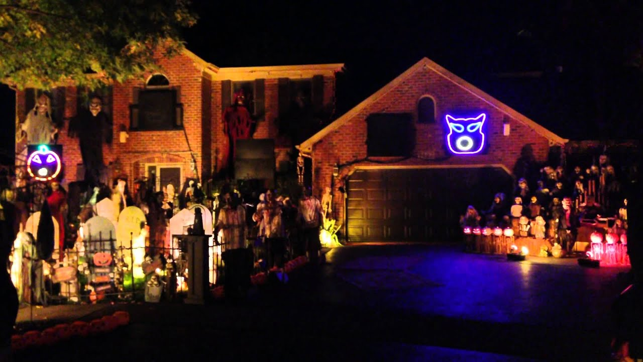 Halloween House  Naperville Illinois  Light Em Up - Halloween Decorations Usa