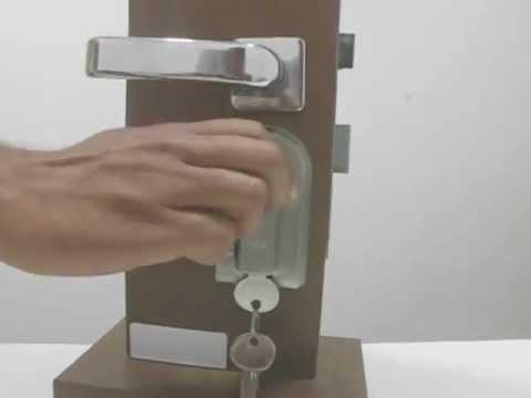Protetor de fechadura para portas de Madeira, denomina como dispositivo de segurança
