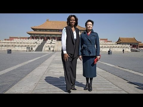 Michelle Obama and Peng Liyuan 'strengthen cultural ties' in China