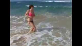 Girl Loses Bikini Bottoms At Beach!