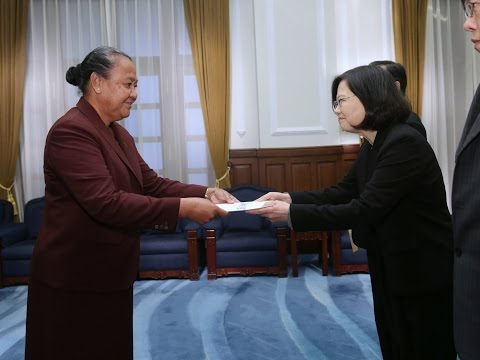 President Tsai receives credentials from new Tuvalu Ambassador to the ROC Limasene Teatu