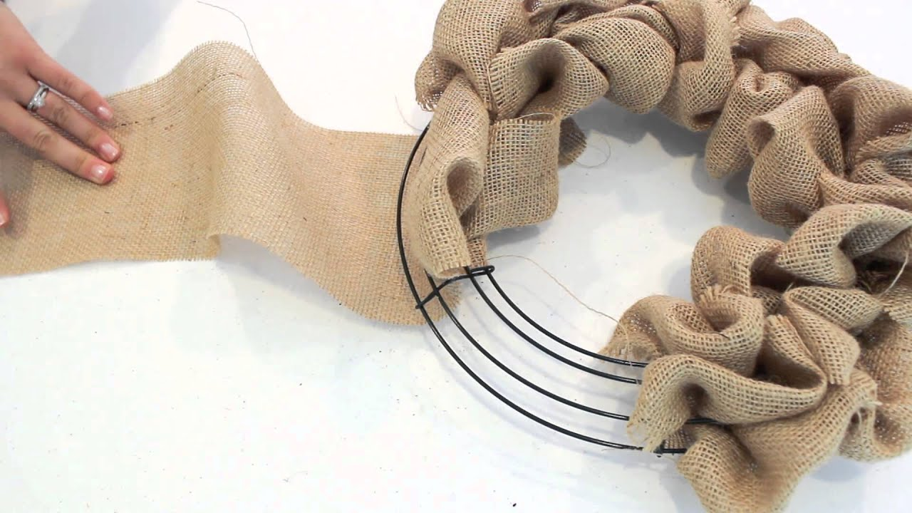 How To Make A Burlap Wreath 2 Minute Tutorial Youtube