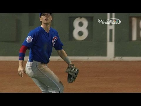 CHC@BOS: Coghlan leaps to make the catch on the track