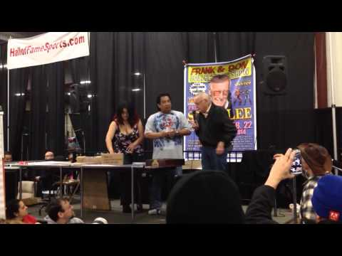 Stan Lee signing at Frank and Sons