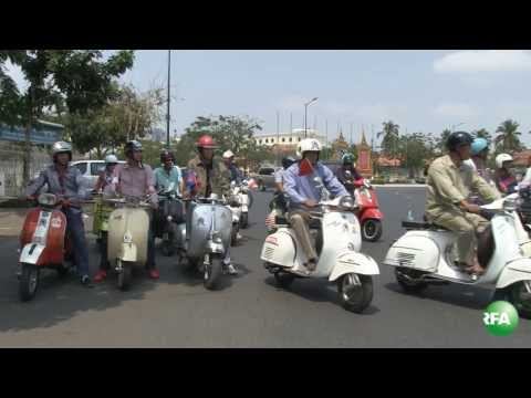 Scooter Conservators Hold Parade to Promote Road Safety