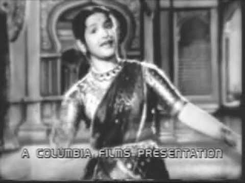 Kula Deivam (Tamil, 1956) - Thaaye Yesotha Unthan - Kamala Dance