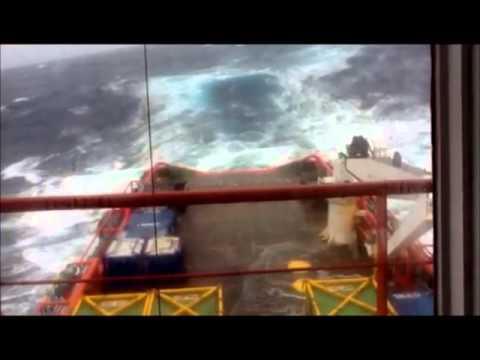 Big seas ahead of Tropical Cyclone Rusty