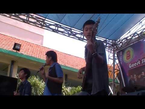Star Project (band pelajar sby) live @SMKN4 Sby, RAN - pandanga pertama (#2 vid)