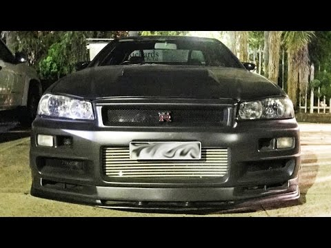 Nissan Skylines STREET RACING - R34 GTR Gets BUSTED!!