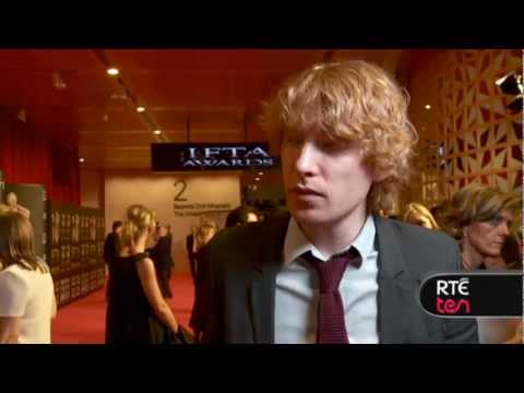 Domhnall Gleeson talks about Michael Fassbender's giant head