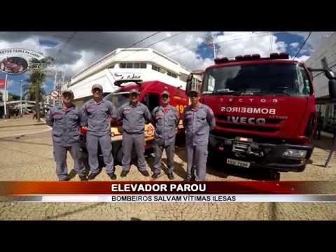 01/02/2018 - Bombeiros resgatam vítimas retidas em elevador na área central em Barretos