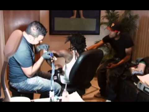 Lil Wayne getting tatoo