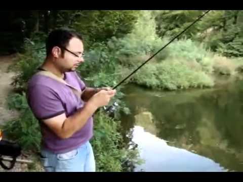 Pescuit la oblete folosind taparina cu muste artificiale slatinic.wmv