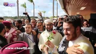 جماهير غفيرة تستقبل المغاربة المتوجين في مسابقة القارئ العالمي بالحليب والتمر   بــووز