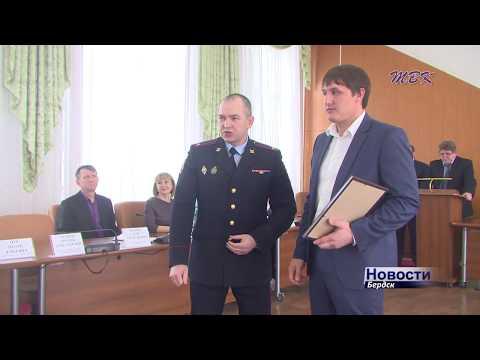 Благодарность Главы и отдела МВД вручили бердчанину, который задержал неадекватного мужчину с ножом
