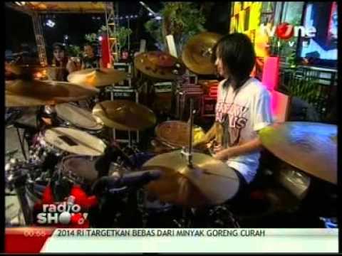 Antonia Yayang (Mel Shandy and Sexy Rock) Quick Drum Solo @Radio_Show TvOne