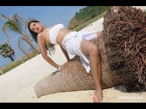 Tollywood Actress Hot & Sexy Photos at Beach and without makeup
