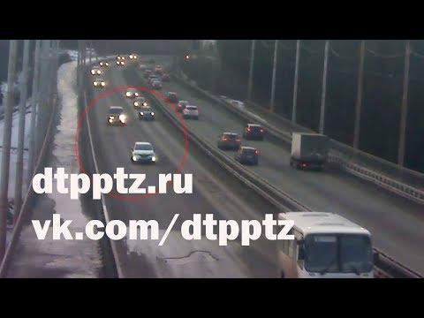 На мосту через Лососинку столкнулись два автомобиля