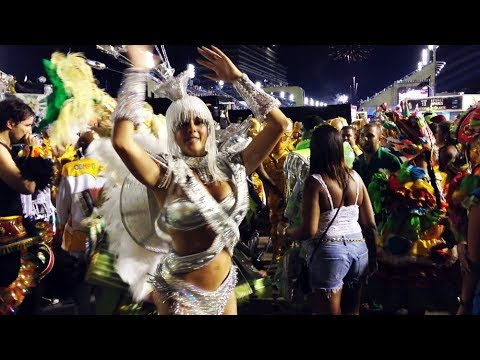 Pharrell Williams - Happy (Carnival in Rio de Janeiro Edition)