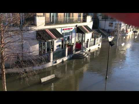 Staines floods threaten restaurant 11/01/14