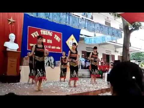 Tiết mục múa bài Chiều lên bản thượng của lớp 9a4 trường THCS Lê Quý Đôn