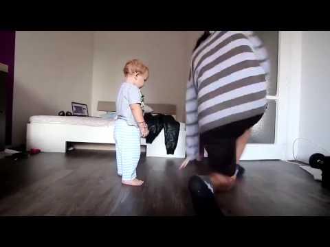Bố dạy con nhảy hiphop, quá cute. :3
