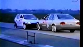 Opel Corsa ve Mercedes kafa kafaya çarpışırsa