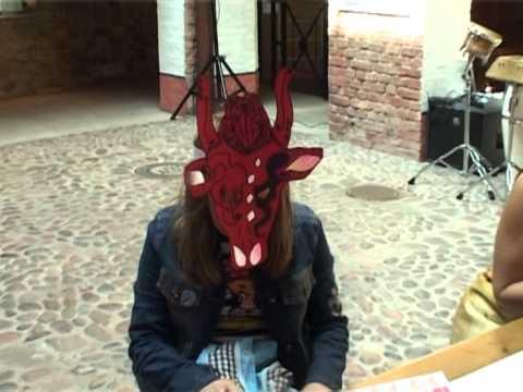 Смотреть видео «Парад коров — 2012» в Вентспилсе