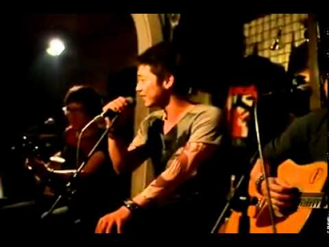 Mai Quốc Việt giả giọng 13 ca sĩ Việt qua bài Cát Bụi