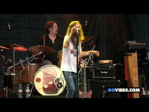 "The Black Crowes performs ""Remedy"" at Gathering of the Vibes Music Festival 2013"