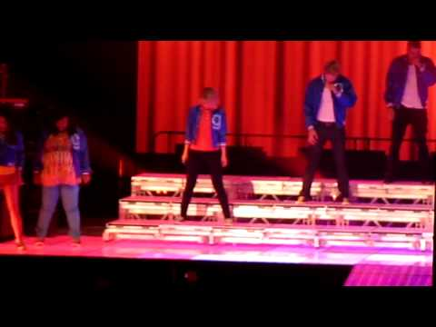 Glee Las Vegas - EmpireState  & SomebodyToLove, Glee Las Vegas - Empire State of Mind and Somebody to Love. **The only thing annoying in this video is the wires hanging from the ceiling that was obstructin...