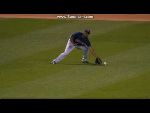 Mauer scores on silly error by Bourn 8-13-13