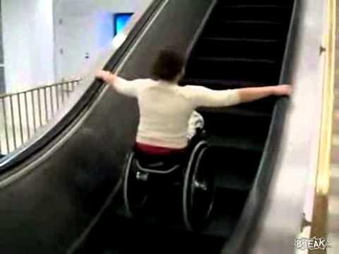 Cadeira de roda rolante.flv