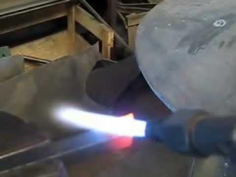 Herramienta de torno con inserto usado / Lathe tool using a worn insert