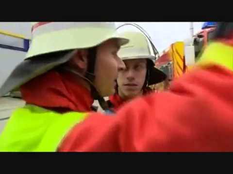 Lính cứu hỏa tác chiến với vị thần lửa hung bạo bomcuuhoa.vn