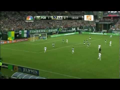 David Beckham Scores 35 yard Stunner for LA Galaxy