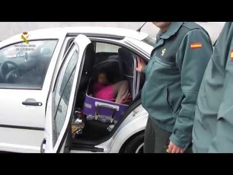 اعتقال مغربي حاول تهريب ابنته في حقيبة الى إسبانيا