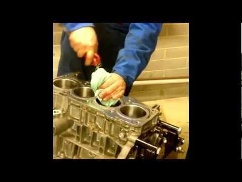 Нарезка новой резьбы под шпильки в блоке двигателя 1AZ-FE