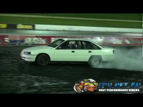 SOWHAT V6 COMMODORE BURNOUT AT SYDNEY DRAGWAY 6.2.2013