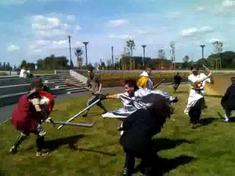 Rycerze z otulinowym mieczem