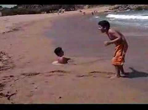 CHASCARRO EN LA PLAYA - YouTube