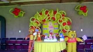 Piñatas Y Decoracion De Oso Con Amigos Realizado Por La