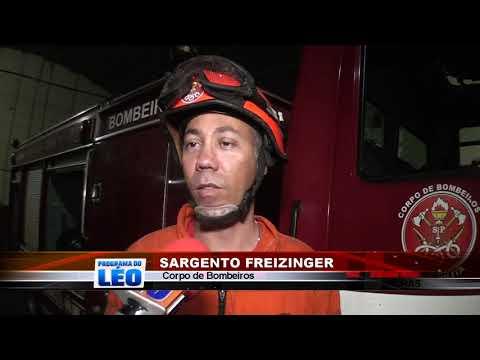 23/10/2019 - Bombeiros atuam por mais de 6 horas em cortes de árvores após chuva forte em Barretos