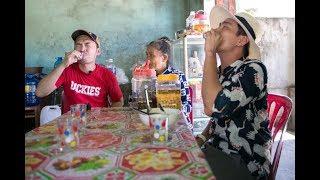 Việt Nam tươi đẹp | Kiều Minh Tuấn - Tiến Luật thưởng thức rượu Bàu Đá - Bình Định | VNTD HTV